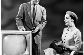 1950s-black-and-white-TV-salesman