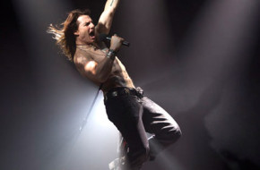 o-check-out-tom-cruise-rocking-out-in-rock-of-ages-first-look-image