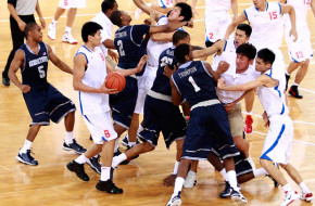 basketball-fight_1975746i
