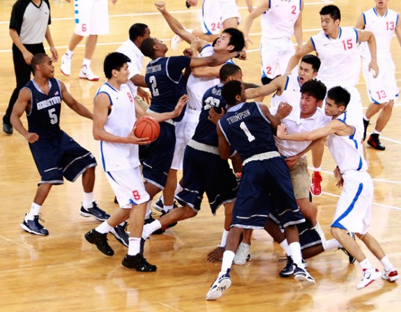 basketball-fight_1975746i
