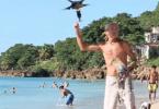 bird-feeding_man